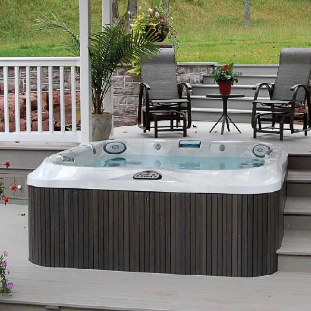 J-345 Jacuzzi Hot Tub. 5-6 person. Including child seat.