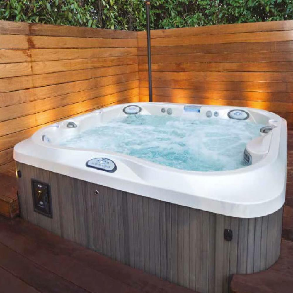 J-355 Jacuzzi Hot Tub. 5-6 people. Lounge. Including child seat.