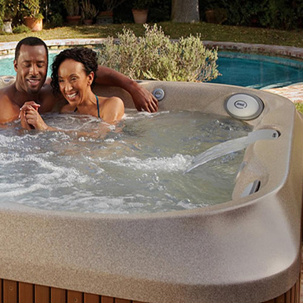 J-365 Jacuzzi Hot Tub. 6-7 people. Including child seat.