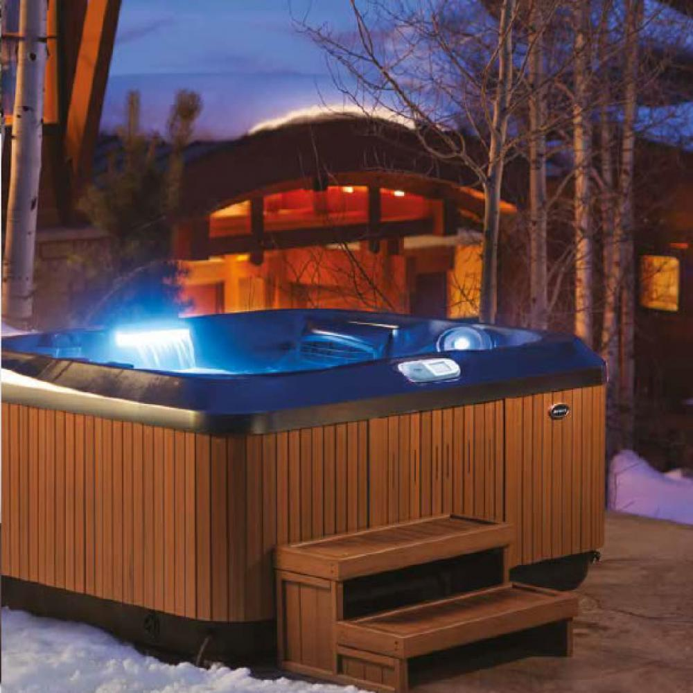 J-415 Hot Tub. 2-3 person. Lounge.
