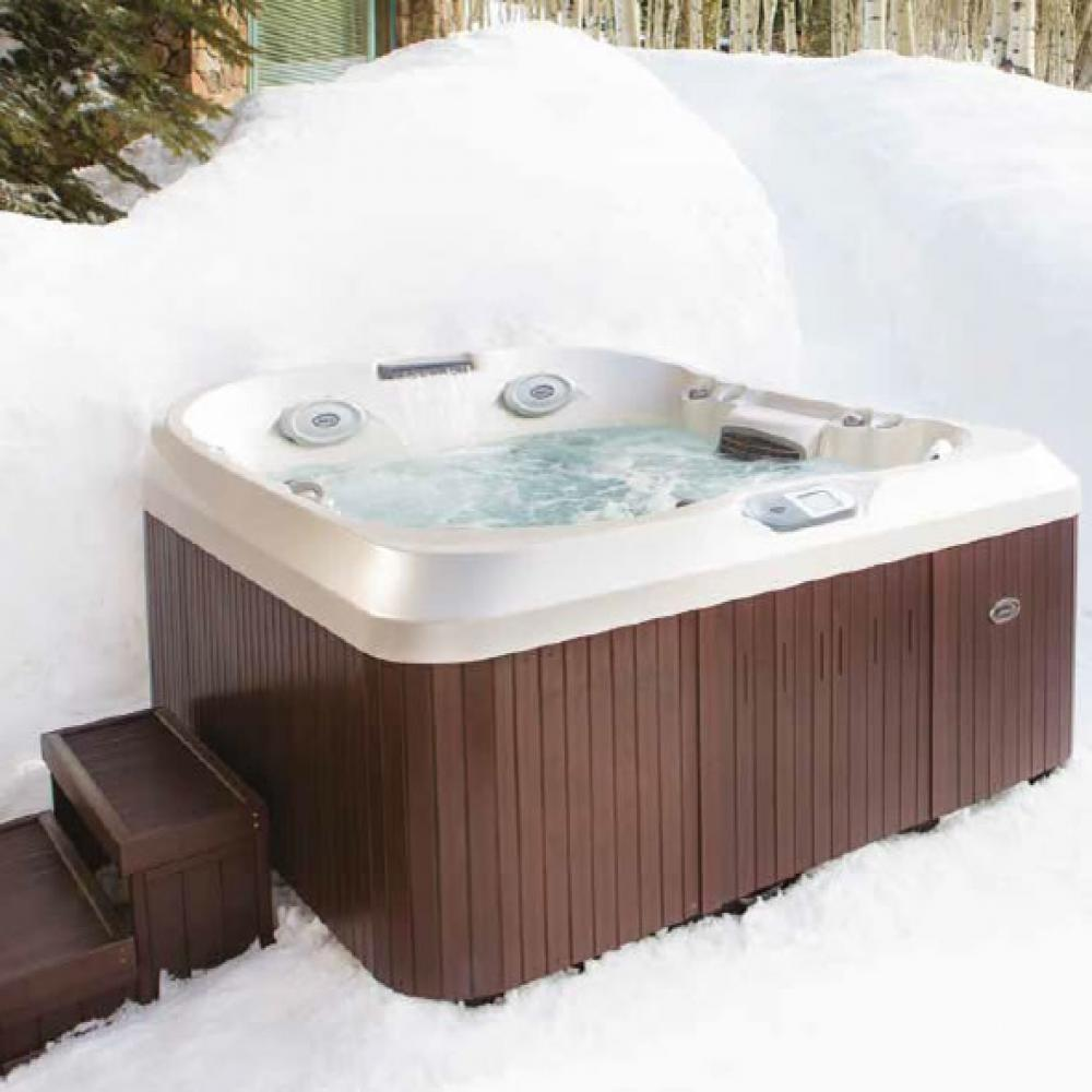 J-425 Jacuzzi Hot Tub. 4-5 person. Including child seat.