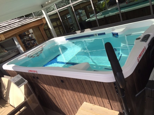 Ex display jacuzzi hot tubs sale prices in kettering northants wittering west northants Kettering swimming pool timetable